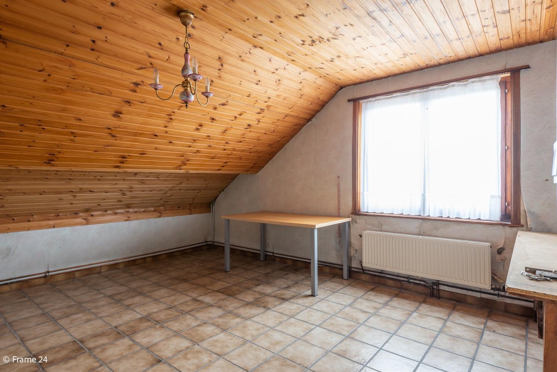 Zeer ruime, te renoveren woning met 5 slaapkamers en tuin te Ranst! afbeelding 25