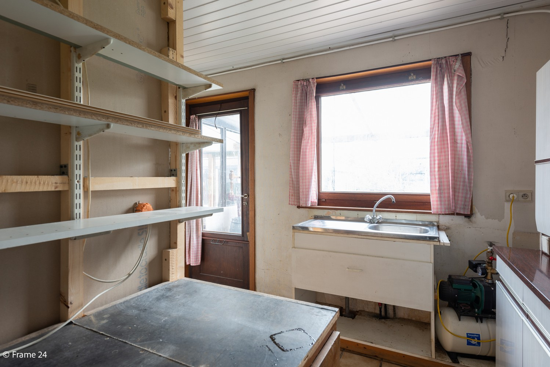 Zeer ruime, te renoveren woning met 5 slaapkamers en tuin te Ranst! afbeelding 13
