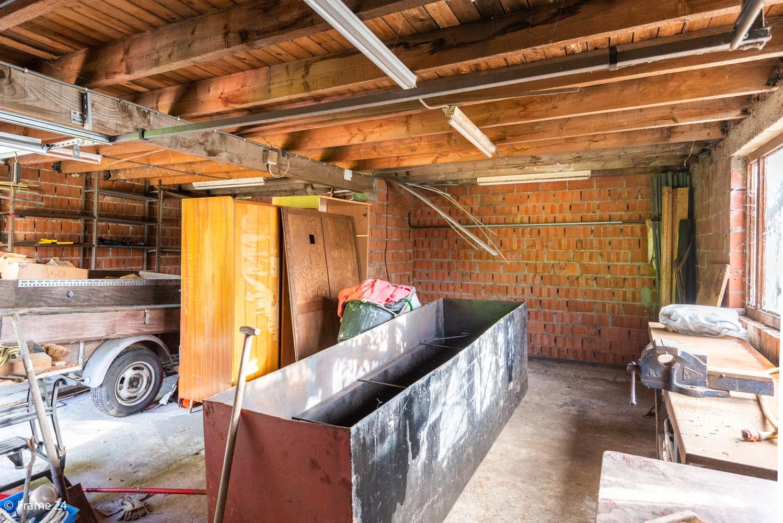 Zeer ruime, te renoveren woning met 5 slaapkamers en tuin te Ranst! afbeelding 27