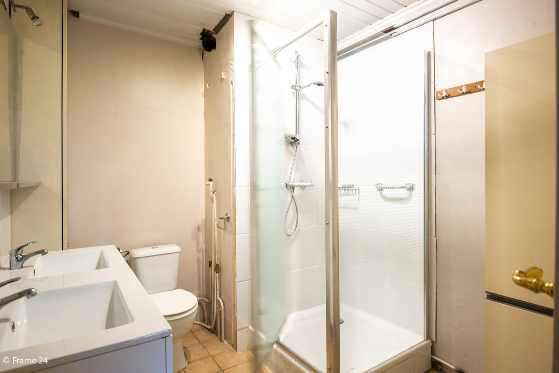 Zeer ruime, te renoveren woning met 5 slaapkamers en tuin te Ranst! afbeelding 14