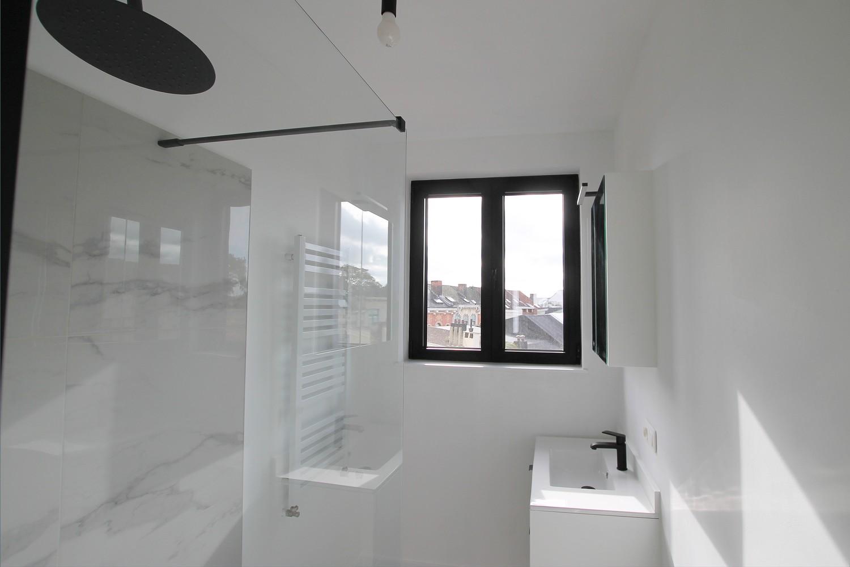 Gerenoveerd appartement (73 m²) met 2 slpks op centrale ligging te Borgerhout! afbeelding 6