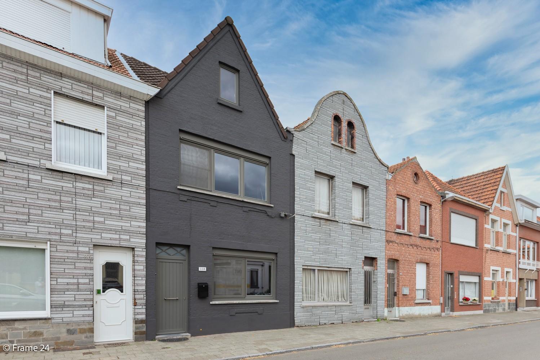 Prachtig gerenoveerde woning met 3 slaapkamers op een rustige locatie te Ekeren! afbeelding 2