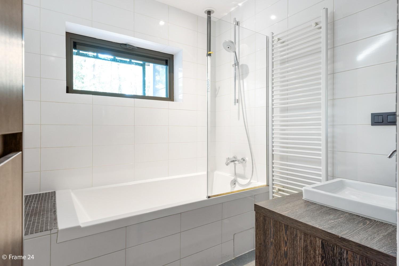 Vernieuwde villa met vijf slaapkamers en prachtige tuin op een perceel van 1.207 m² te Wijnegem! afbeelding 16