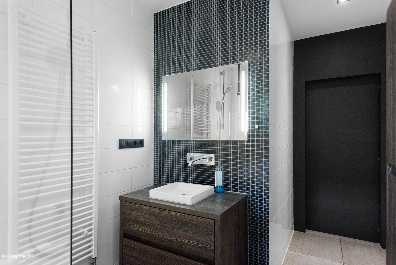 Vernieuwde villa met vijf slaapkamers en prachtige tuin op een perceel van 1.207 m² te Wijnegem! afbeelding 17
