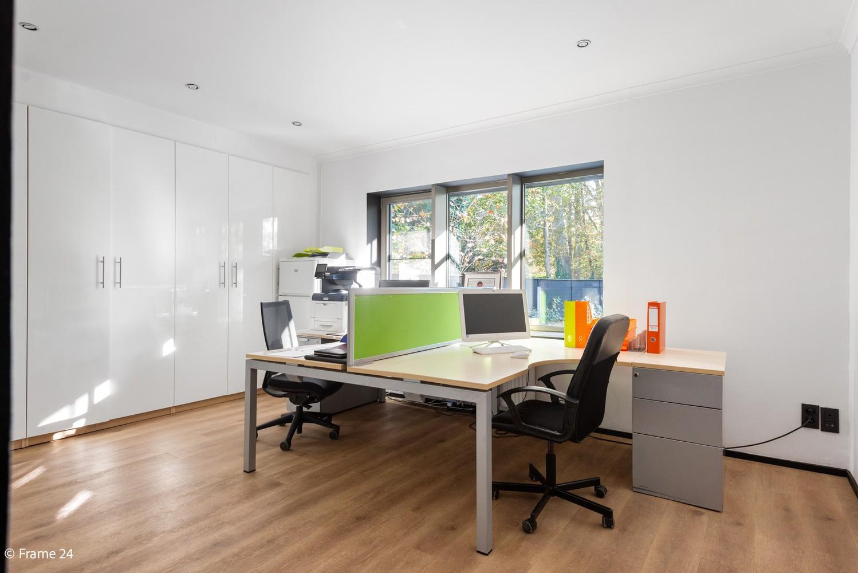 Vernieuwde villa met vijf slaapkamers en prachtige tuin op een perceel van 1.207 m² te Wijnegem! afbeelding 11
