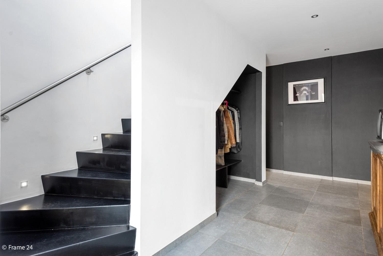 Vernieuwde villa met vijf slaapkamers en prachtige tuin op een perceel van 1.207 m² te Wijnegem! afbeelding 12