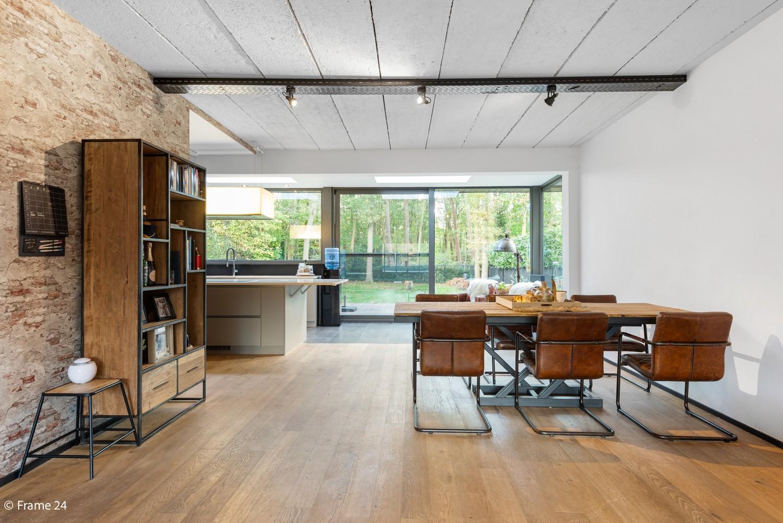Vernieuwde villa met vijf slaapkamers en prachtige tuin op een perceel van 1.207 m² te Wijnegem! afbeelding 7