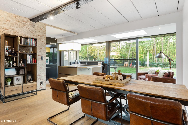 Vernieuwde villa met vijf slaapkamers en prachtige tuin op een perceel van 1.207 m² te Wijnegem! afbeelding 6