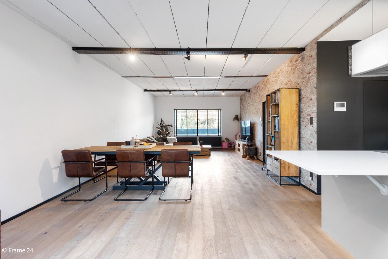 Vernieuwde villa met vijf slaapkamers en prachtige tuin op een perceel van 1.207 m² te Wijnegem! afbeelding 9