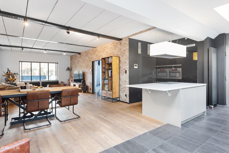 Vernieuwde villa met vijf slaapkamers en prachtige tuin op een perceel van 1.207 m² te Wijnegem! afbeelding 8