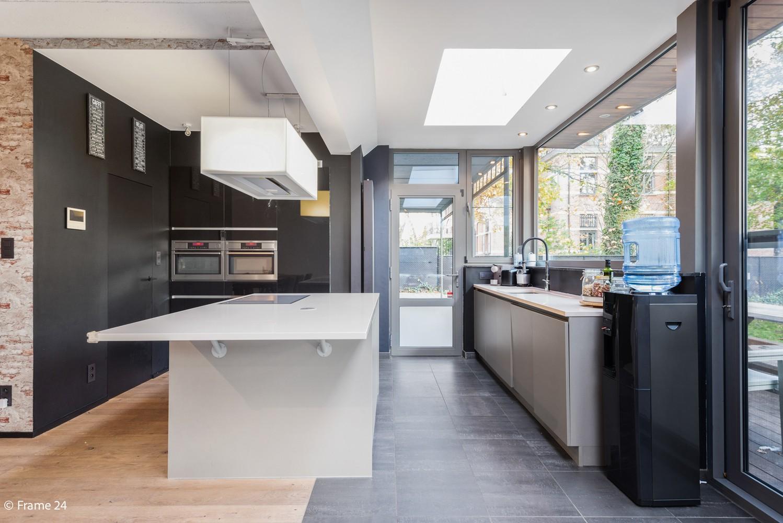 Vernieuwde villa met vijf slaapkamers en prachtige tuin op een perceel van 1.207 m² te Wijnegem! afbeelding 5