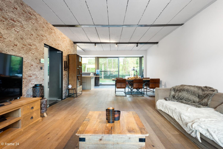 Vernieuwde villa met vijf slaapkamers en prachtige tuin op een perceel van 1.207 m² te Wijnegem! afbeelding 2