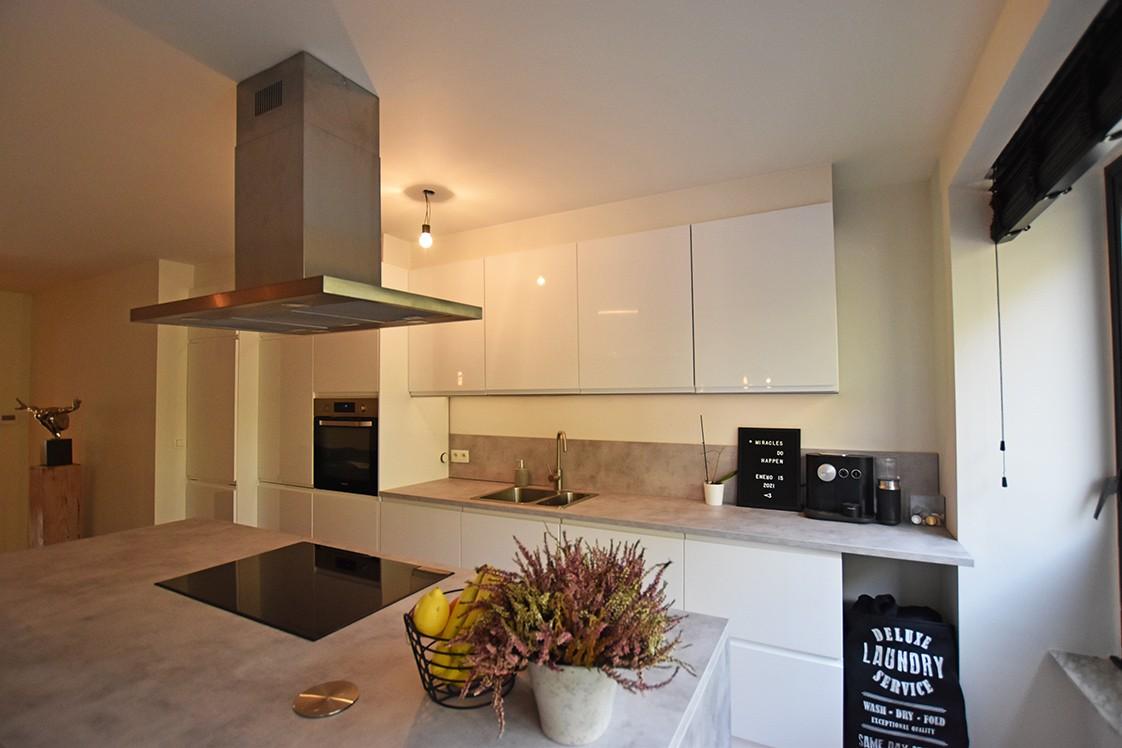 Trendy en stylish appartement met twee slaapkamers en terras te Deurne! afbeelding 2