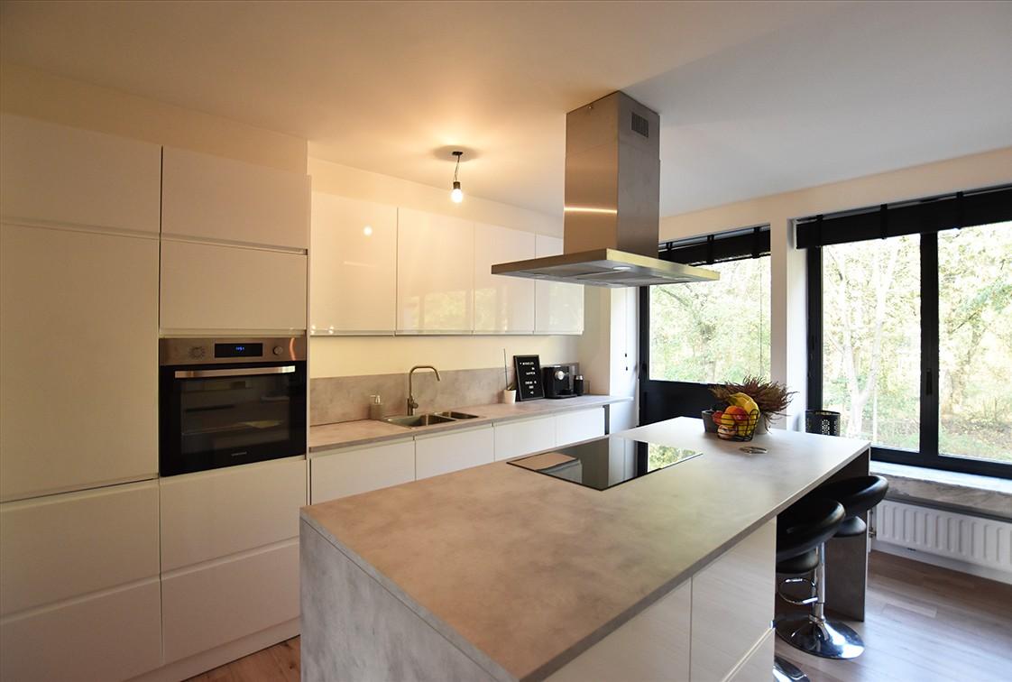 Trendy en stylish appartement met twee slaapkamers en terras te Deurne! afbeelding 3