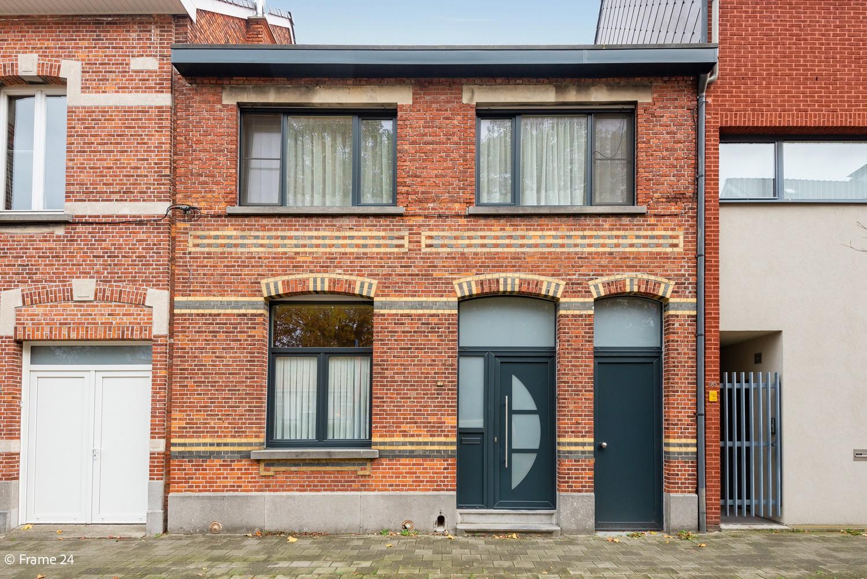 Op te frissen woning met veel potentieel, 3 slaapkamers en grote tuin in Ekeren! afbeelding 1