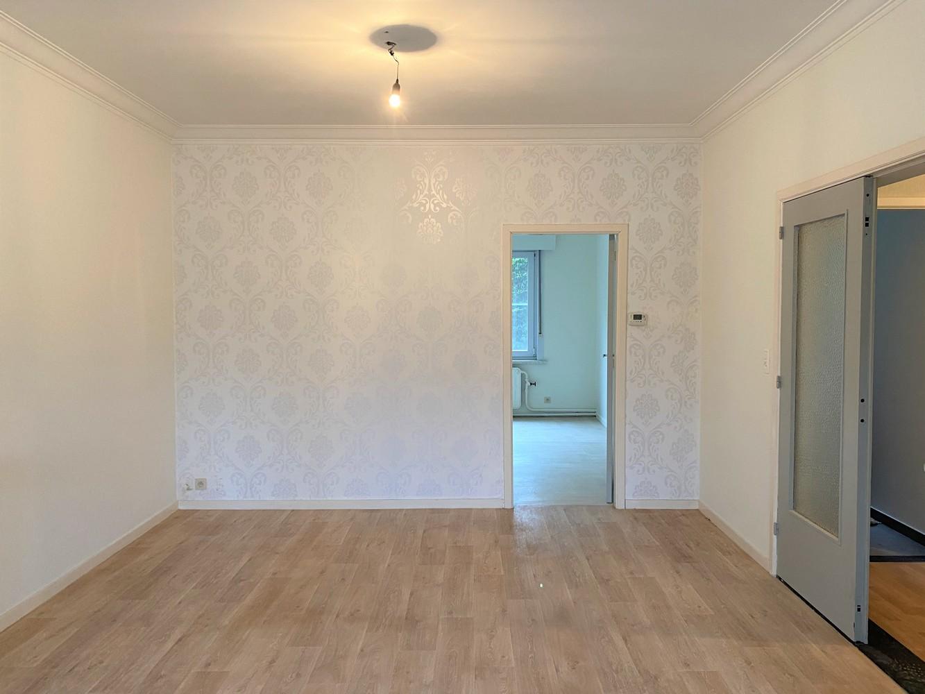 Gerenoveerd, gelijkvloers appartement met 2 slaapkamers en ruime tuin (94m²) in Antwerpen! afbeelding 3