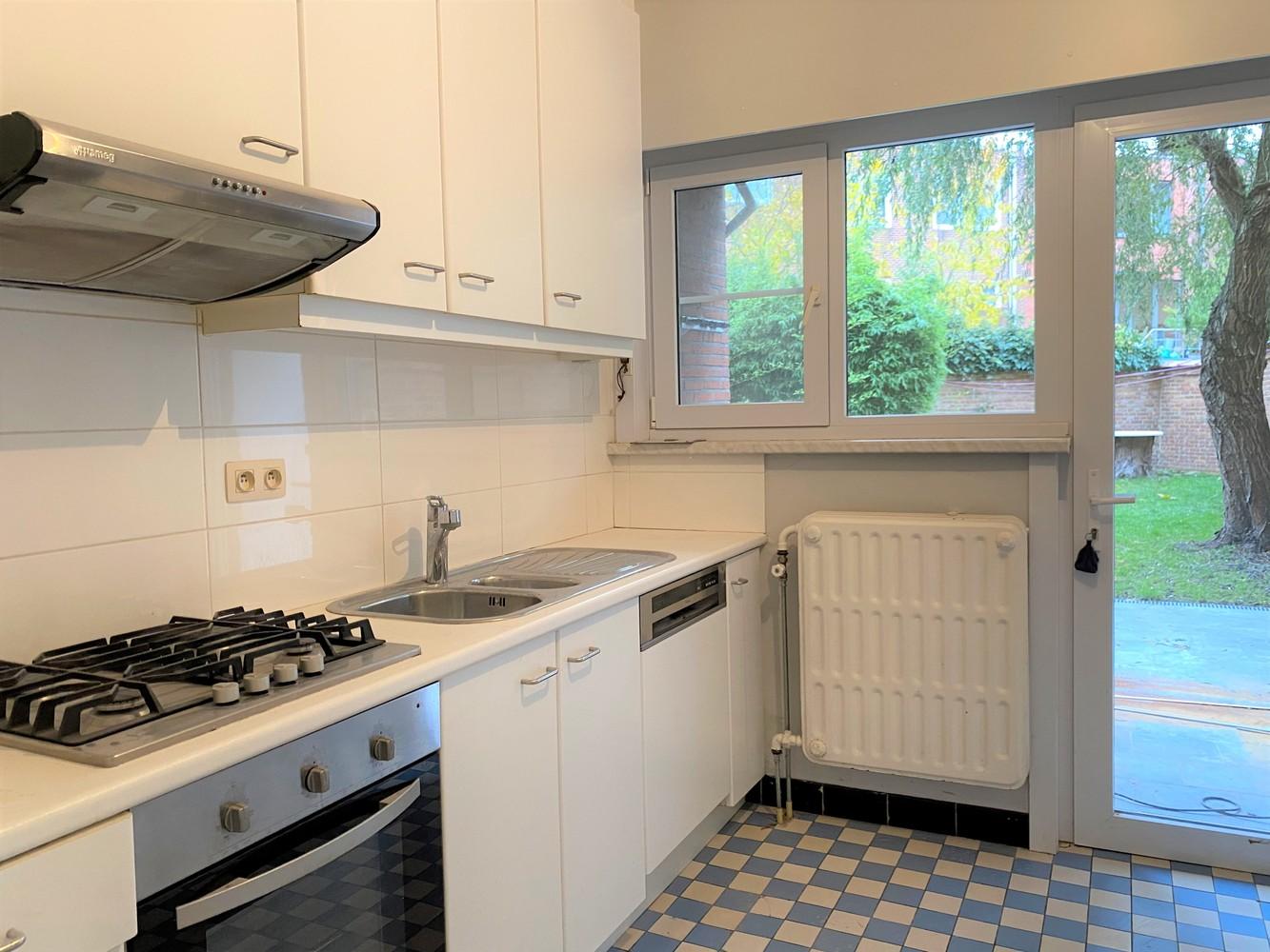 Gerenoveerd, gelijkvloers appartement met 2 slaapkamers en ruime tuin (94m²) in Antwerpen! afbeelding 5