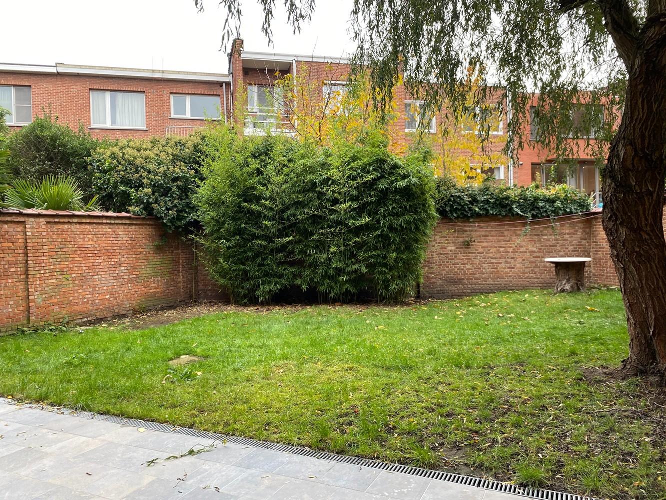 Gerenoveerd, gelijkvloers appartement met 2 slaapkamers en ruime tuin (94m²) in Antwerpen! afbeelding 2