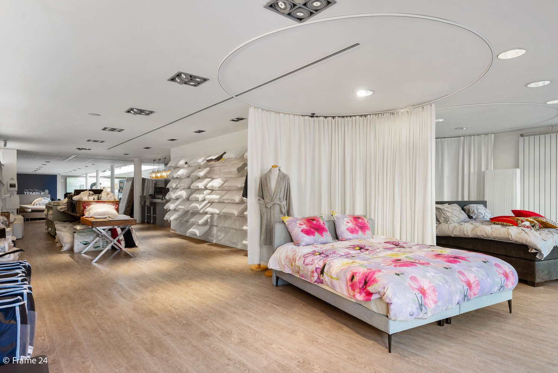 Ruime handelsgelijkvloers (340m²) op zeer gunstige locatie naast het winkelcentrum in Kapellen! afbeelding 2