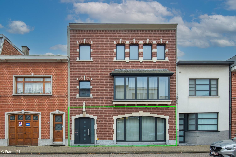 Zeer ruim en instapklaar gelijkvloers appartement met tuin en garage te Wijnegem! afbeelding 1