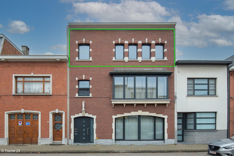 Mooi en instapklaar appartement met terras en garage te Wijnegem! afbeelding 1