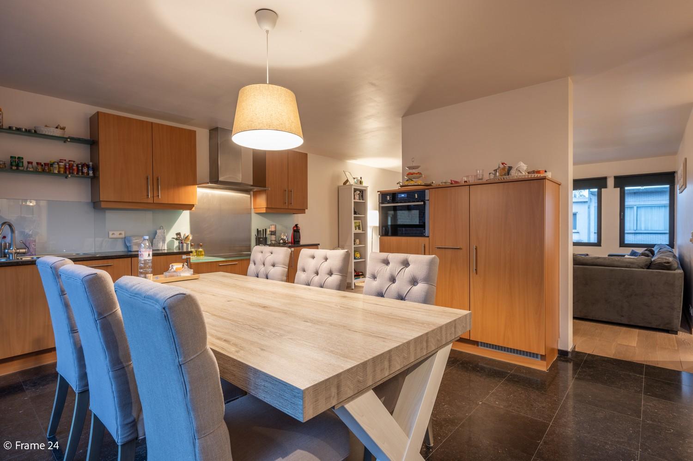 Mooi en instapklaar appartement met terras en garage te Wijnegem! afbeelding 6