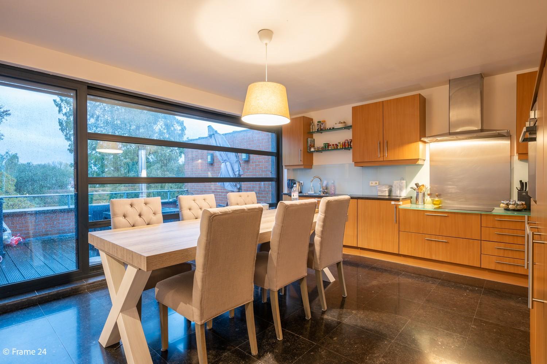 Mooi en instapklaar appartement met terras en garage te Wijnegem! afbeelding 7