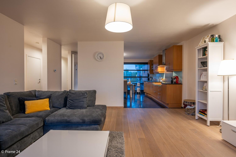 Mooi en instapklaar appartement met terras en garage te Wijnegem! afbeelding 3