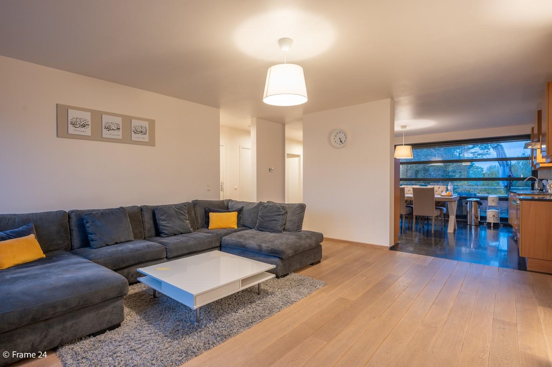 Mooi en instapklaar appartement met terras en garage te Wijnegem! afbeelding 2