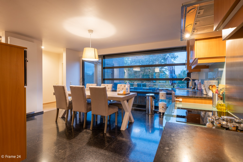 Mooi en instapklaar appartement met terras en garage te Wijnegem! afbeelding 9