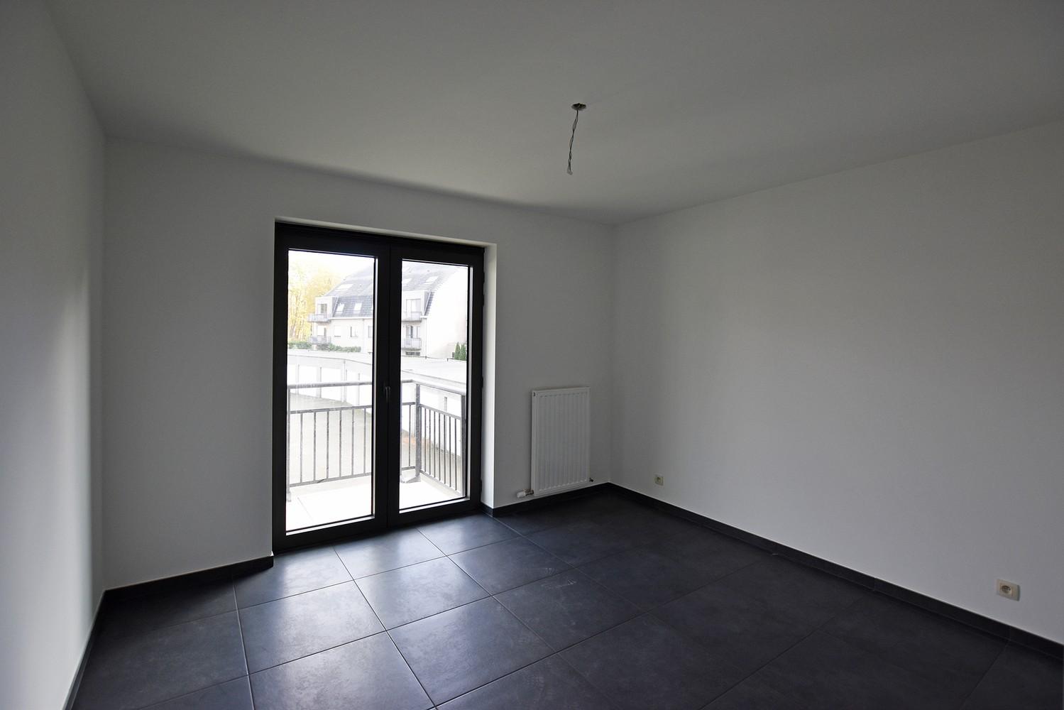 Gloednieuw appartement met drie slaapkamers, terras en autostaanplaats te Brasschaat! afbeelding 9