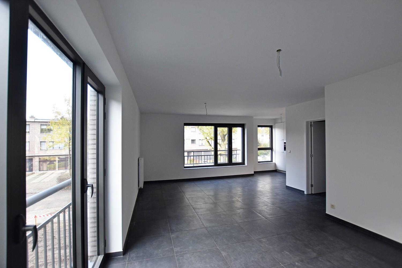 Gloednieuw appartement met drie slaapkamers, terras en autostaanplaats te Brasschaat! afbeelding 4