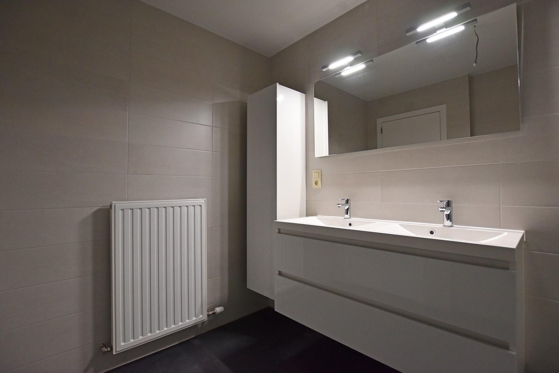 Gloednieuw appartement met drie slaapkamers, terras en autostaanplaats te Brasschaat! afbeelding 12