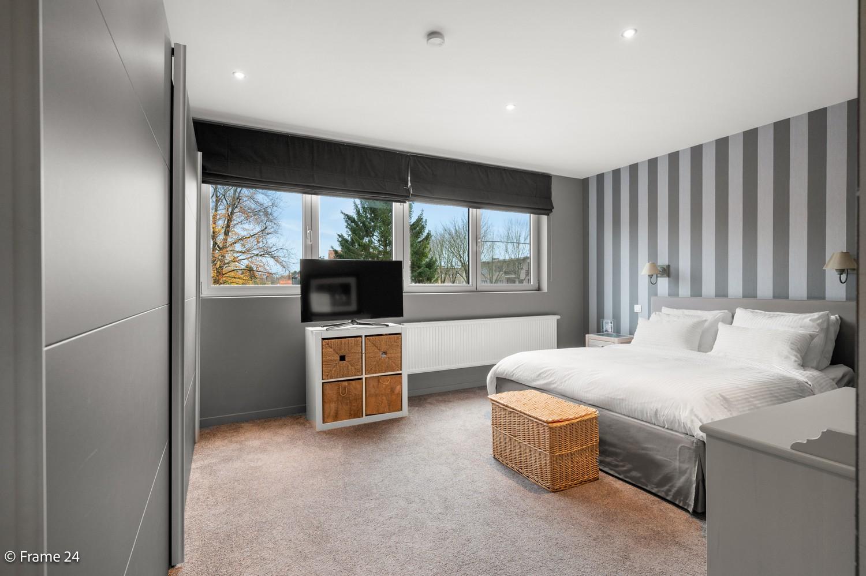 Prachtige en ruime halfopen woning met drie slaapkamers en mooie tuin te Brasschaat! afbeelding 13