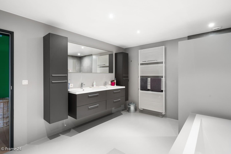 Prachtige en ruime halfopen woning met drie slaapkamers en mooie tuin te Brasschaat! afbeelding 16
