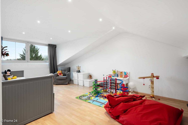 Prachtige en ruime halfopen woning met drie slaapkamers en mooie tuin te Brasschaat! afbeelding 20