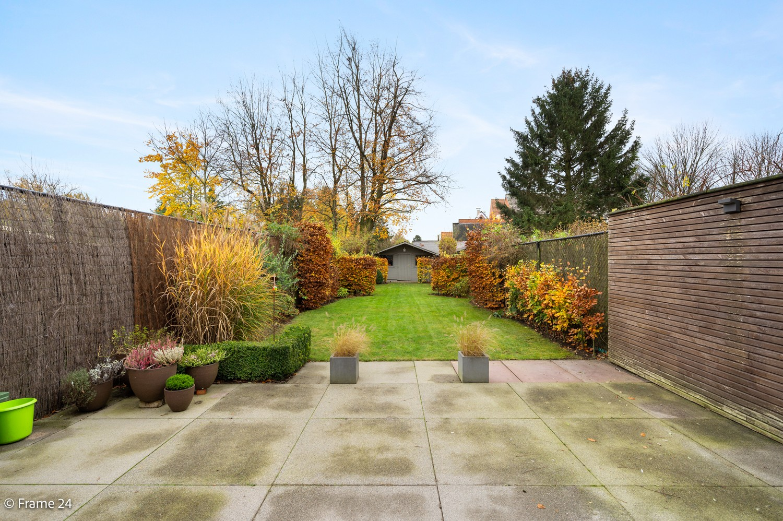 Prachtige en ruime halfopen woning met drie slaapkamers en mooie tuin te Brasschaat! afbeelding 3