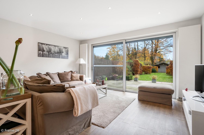 Prachtige en ruime halfopen woning met drie slaapkamers en mooie tuin te Brasschaat! afbeelding 5
