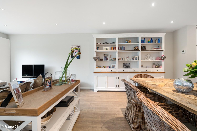 Prachtige en ruime halfopen woning met drie slaapkamers en mooie tuin te Brasschaat! afbeelding 7
