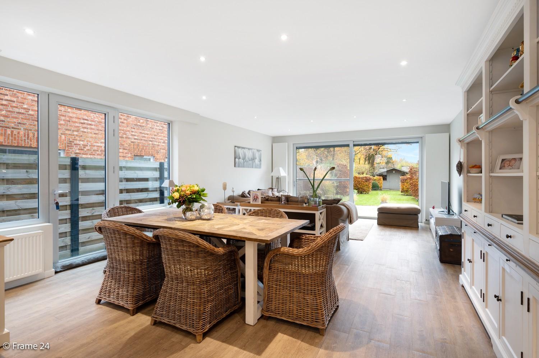 Prachtige en ruime halfopen woning met drie slaapkamers en mooie tuin te Brasschaat! afbeelding 4
