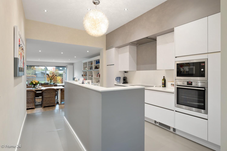 Prachtige en ruime halfopen woning met drie slaapkamers en mooie tuin te Brasschaat! afbeelding 9