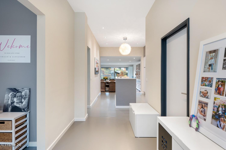 Prachtige en ruime halfopen woning met drie slaapkamers en mooie tuin te Brasschaat! afbeelding 11