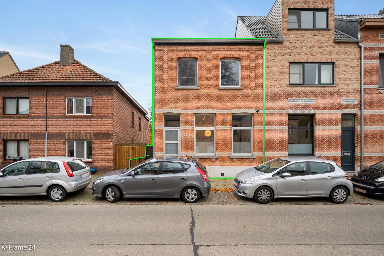 Prachtige en ruime halfopen woning met drie slaapkamers en mooie tuin te Brasschaat! afbeelding 2