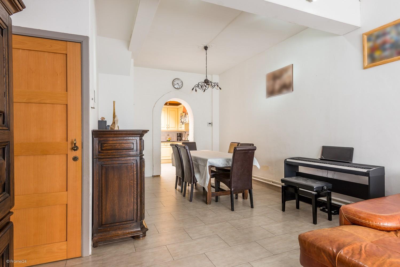 Ruim triplex-appartement met 6 à 7 slpks in centrum Schoten! afbeelding 2