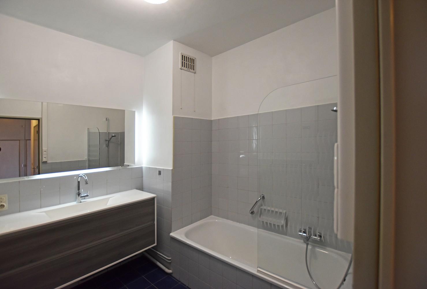 Ruim appartement (+/- 110 m²) met twee slaapkamers en lift te Borgerhout! afbeelding 8