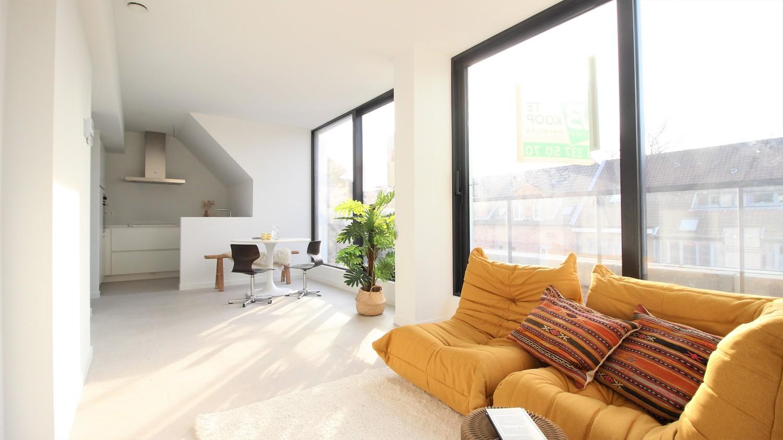 Prachtig penthouse met 2 slaapkamers en 2 terrassen op toplocatie in het centrum van Wommelgem afbeelding 2