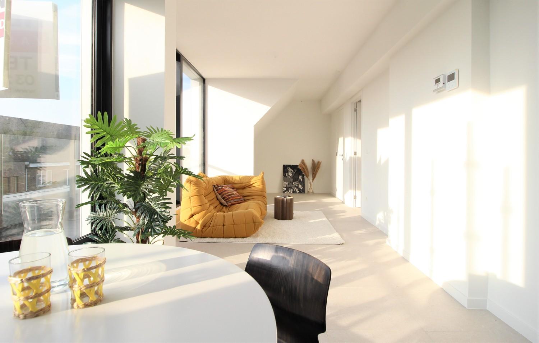 Prachtig penthouse met 2 slaapkamers en 2 terrassen op toplocatie in het centrum van Wommelgem afbeelding 4