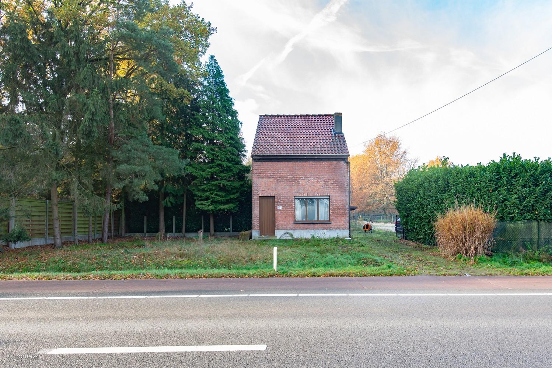 Te renoveren woning op gigantisch perceel (2300m²) te Herentals afbeelding 1