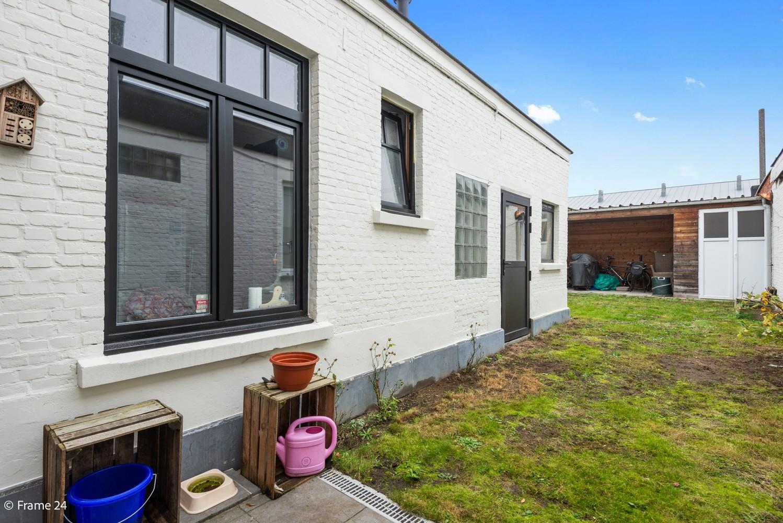 Charmante bel-étage woning met inpandige garage, tuin én opslagplaats te Wijnegem! afbeelding 2