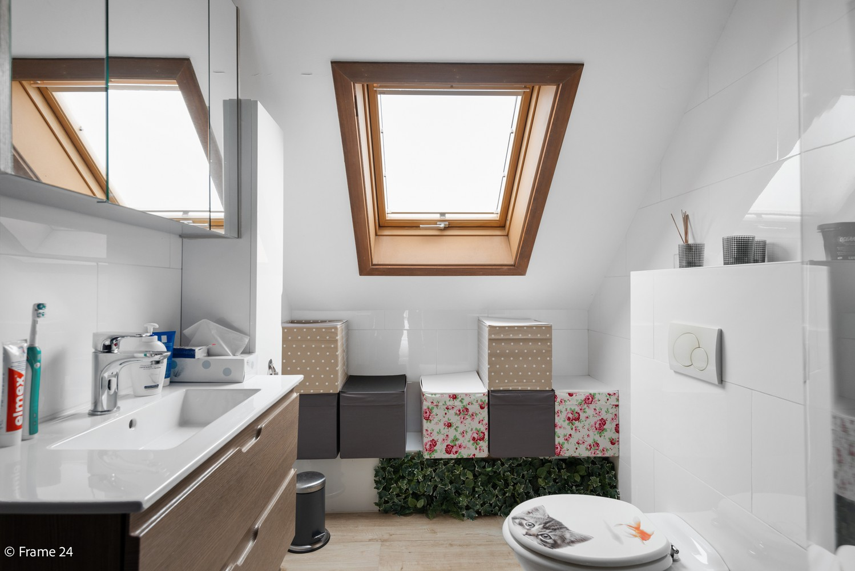 Charmante bel-étage woning met inpandige garage, tuin én opslagplaats te Wijnegem! afbeelding 14